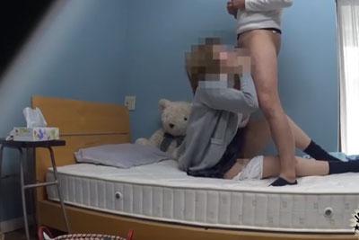 【盗撮動画】JKの妹の部屋に隠しカメラを仕掛けたら、留守番中に彼氏呼んでセックスしまくって彼氏帰ったらオナニーするとか性欲強すぎなところが撮れちゃいましたw