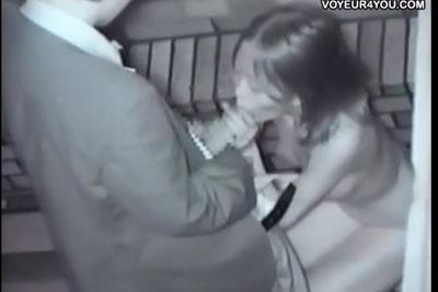 【盗撮動画】ビルとビルの隙間でセックス始めちゃう変態素人カップルを隠し撮り!バック挿入してなんと服脱いで全裸になってお掃除フェラしてあげてる彼女は筋金入りの変態w