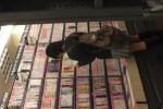 【盗撮動画】この中古書店で少女コミック立ち読みしているカワイイ制服JK。マンガに夢中なのをいいことに股間にカメラ突っ込んでパンティー盗撮しちゃいましたw