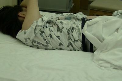 【盗撮動画】大学のサークルで温泉に行って、ホテルでサークル仲間のJDが浴衣ずれて熟睡してたからおっぱいとアソコ盗撮しましたw【無修正】