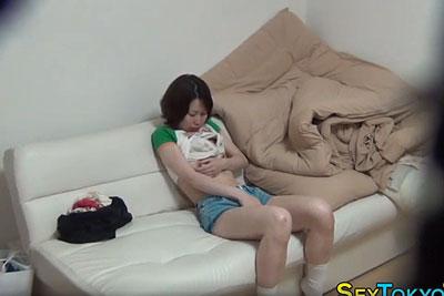 【盗撮動画】普段から超真面目で勉強もできるJKの妹の部屋覗き盗撮したらオナニーも超真面目でねっとりと手マンしてビクンビクンイってましたw【無修正】