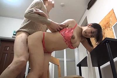 【盗撮動画】同棲中の俺の彼女超美巨乳で鬼カワでキッチンセックス内緒で隠し撮りしてやったからバック挿入で揺れるおっぱい堪能させてあげるw