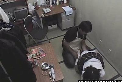 【盗撮動画】万引きして捕まっちゃった素人美少女JKだけど、運が悪かった店長が超JK好きの変態エロ鬼畜野郎だったため盗撮されながら寝取りレイプされましたw