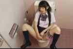 【盗撮動画】某公衆トイレで盗撮された、超カワイイ素人スレンダー制服JKがヒョウ柄パンティーずり下げてM字開脚で激しくオナニーしてるところw