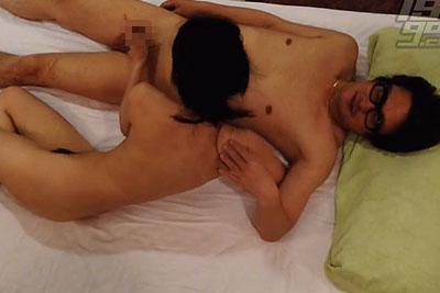 【盗撮動画】シックスナイン大好きIT企業社長がホテルにスレンダー美乳デリヘル嬢呼んでジュボフェラからゴム姦してる結合部分どアップ盗撮しちゃったw【無修正】