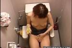 【盗撮動画】ウ、ウソでしょ!?お店のトイレに隠しカメラ仕掛けたら超キレイな美乳素人OLが全裸になって用意してた金色ローター美マンに当ててオナニーしてるところ撮れちゃった