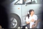 【盗撮動画】驚愕の素人JK野外オナニー盗撮動画!駐車場の端っこの車の陰でしゃがみ込んでM字開脚手マンオナニーしてたJK。途中で車の持ち主戻ってきて・・・w