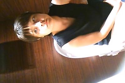 【盗撮動画】某お店の女子トイレに隠しカメラを仕掛けたら超絶かわいいモデルみたいなスタイル抜群素人美人ギャルの放尿シーン盗撮成功!w