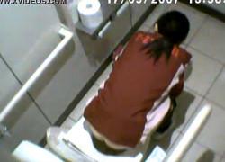 【盗撮動画】某コンビニで見かけた店員さんが超カワイかったんでトイレに隠しカメラ仕掛けて見事な美尻を完全盗撮しちゃいましたw
