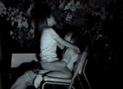【盗撮動画】深夜の公園のベンチでイチャイチャしておっぱい舐めはじめ最後はおしりもアソコも丸出しで騎乗位ナマ挿入で腰振りまくってる野外セックス隠し撮り!w