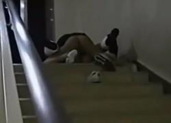 【盗撮動画】衝撃!学校内でナマ挿入セックスしちゃってるJKカップル発見!階段の下からそっと隠し撮りしたら結合部分丸見え!w【無修正】