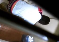 【盗撮動画】学校の女子トイレに隠しカメラを仕掛けて部活終わりのリアル素人制服JKたちが健康的な放尿してる一部始終を完全盗撮!ww