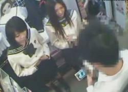 【盗撮動画】ブルセラにパンティー売りにきちゃった現役素人JK二人組。資料写真の撮影のためだと言って盗撮しながらエロいことしちゃう鬼畜店長ww